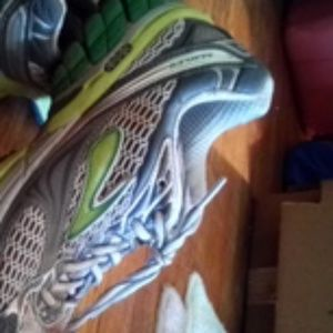 Brooks Ghost 4 running shoes